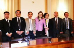 Vietnamese netizens speak at a briefing in Washington, April 29, 2014. From left to right, Nguyen Dinh Ha, Ngo Nhat Dang, Le Thanh Tung, U.S. Rep. Loretta Sanchez, Nguyen Thi Kim Chi, To Oanh, and Nguyen Tuong Thuy.  RFA