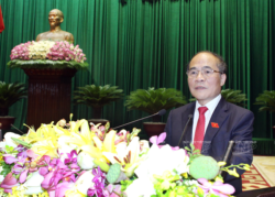 Addressing the session, National Assembly Chairman Nguyen Sinh Hung emphasises  the National Assembly's determination to protest China's illegal acts and demand China to remove immediately its rig out of Vietnamese waters. Photo: Nhan Sang - VNA