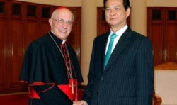 Vietnam always ensures right to freedom of religion, PM tells Vatican Prefect