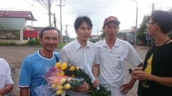Mr. Trung (with flowers) welcomed by activists outside of Xuan Loc prison on July 15