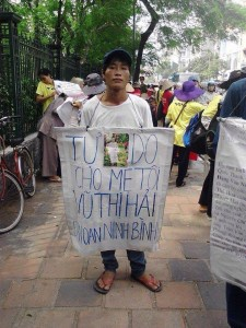 Hanoi Police Deport Son of Arrested Land Petitioner Prior to Grand Parade