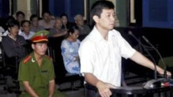 Human rights activist and pro-democracy advocate Thuc at trial in 2010