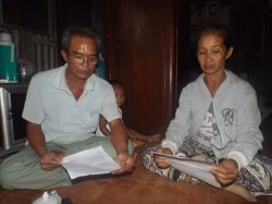 Mr. Dung and his wife talk with Dan Tri reporter about the death of their son as authorities fail to report the family