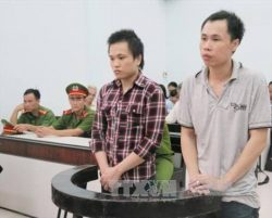 Nguyen Huu Quoc Duy (right) and Nguyen Huu Thien An in courtroom on Aug 23, 2016