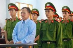 Pastor Nguyen Cong Chinh in a courtroom in 2012